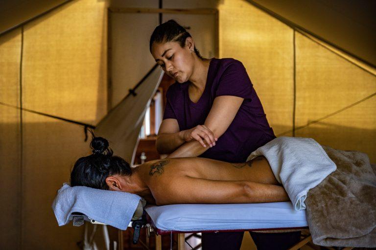 Sesión de spa para liberar el estrés de tu cuerpo y mente.